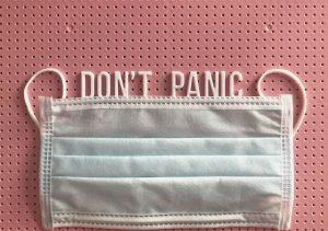 mascarilla con letras don't panic