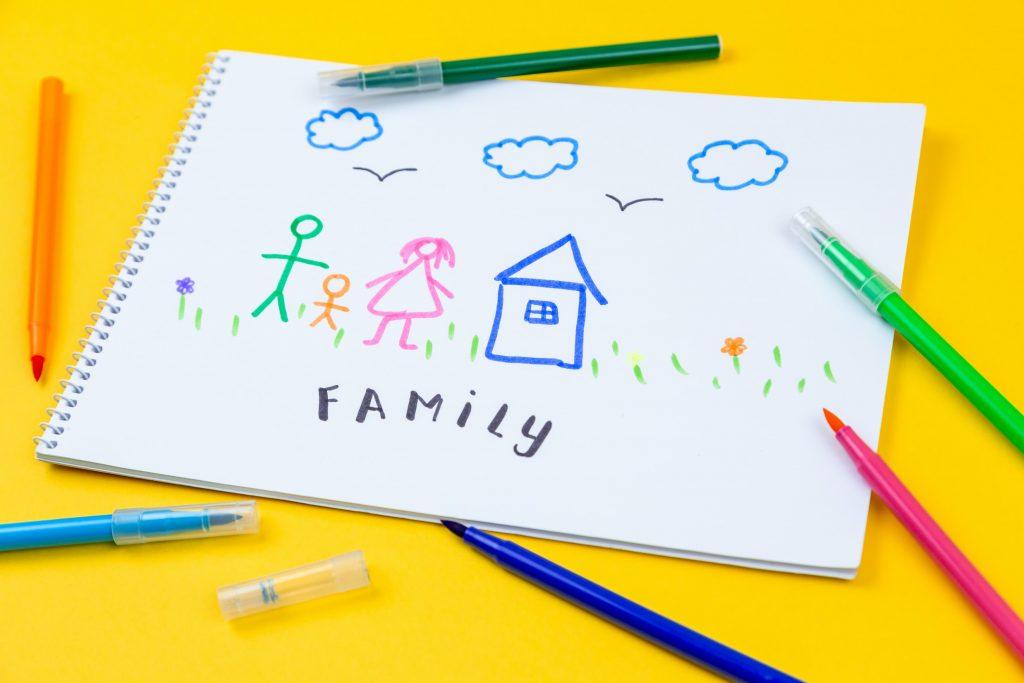 blog de notas con colorines, dibujos infantiles y palabra Family