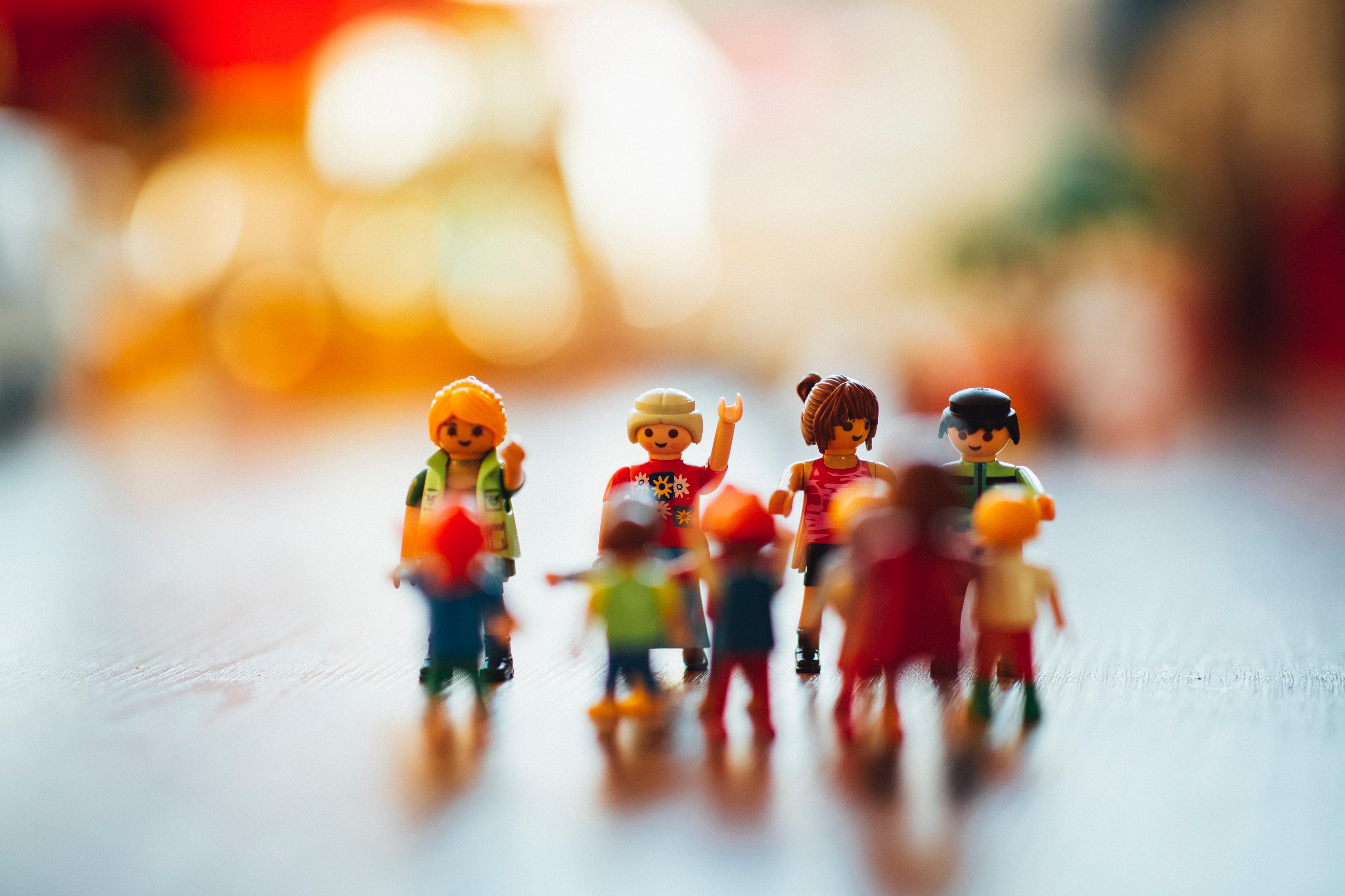 muñecos de Playmobil varios, hijos y padres