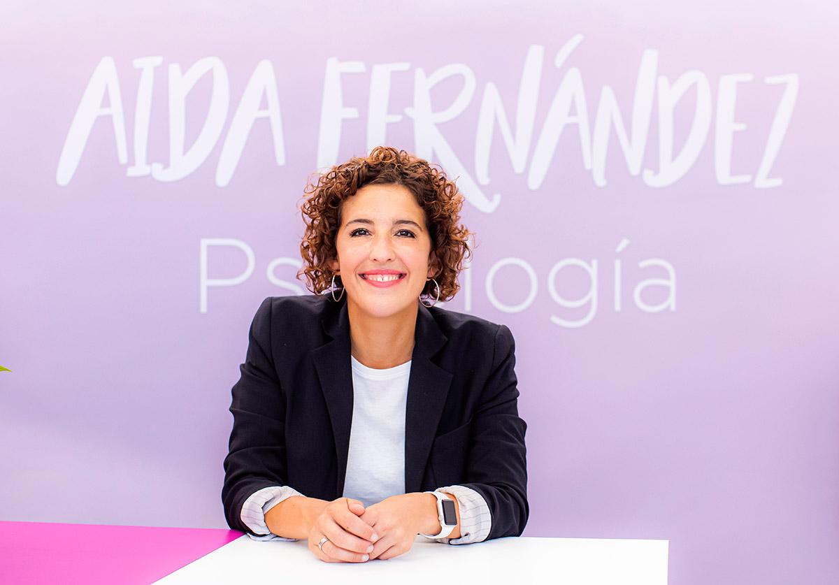 Aida Fernández en la recepción de su centro de psicología