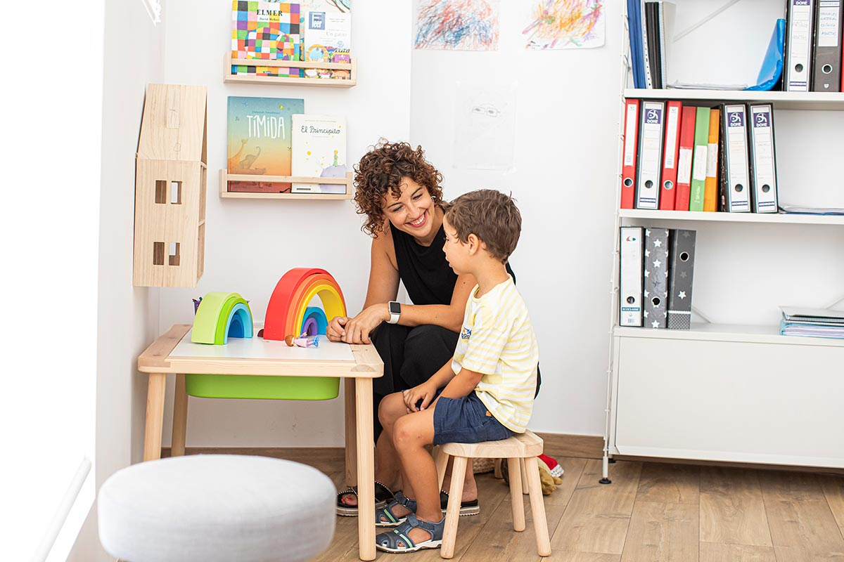 Terapia infantil con niño